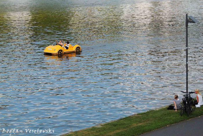 Floating car