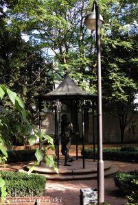Aufforderung statue by Doris Schmauder (1985)