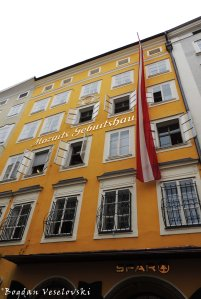 Mozart's birthplace at Getreidegasse 9