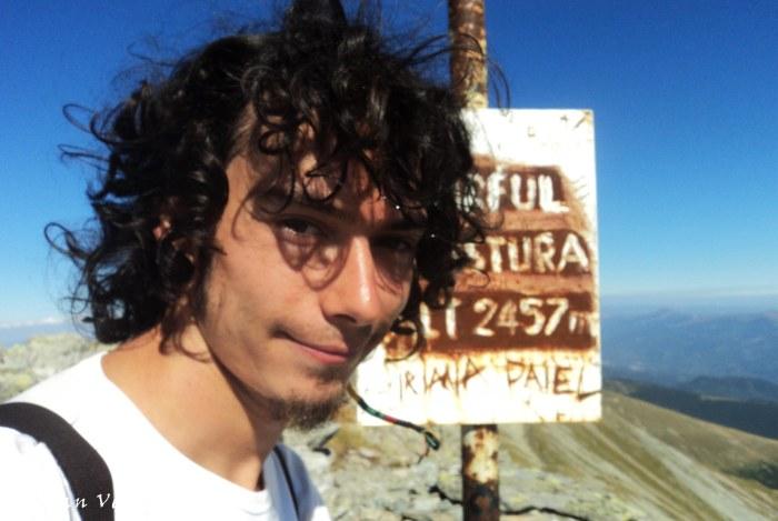 Custura Peak (2457 m)