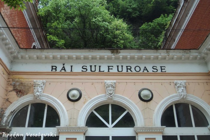 Sulfurous baths