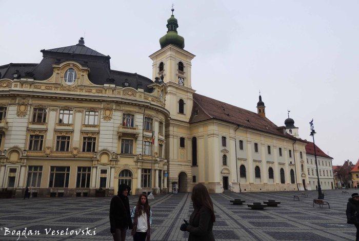 Primăria Sibiu & Biserica parohială romano-catolică 'Sf. Treime' (Sibiu City Hall & 'St. Trinity' Roman-Catholic Church)