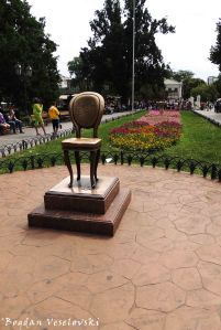 Monument Ilf and Petrov - Twelve Chairs (Памятник Ильфу и Петрову «12-й стул»)