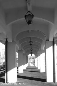Colonnade - Ploiești Sud Railway Station