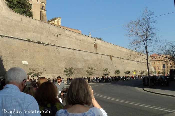 Queue for the Vatican Museums