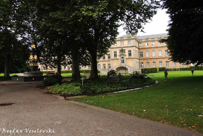 Akademiebrunnen, Akademiegarten & Neue Schloss)