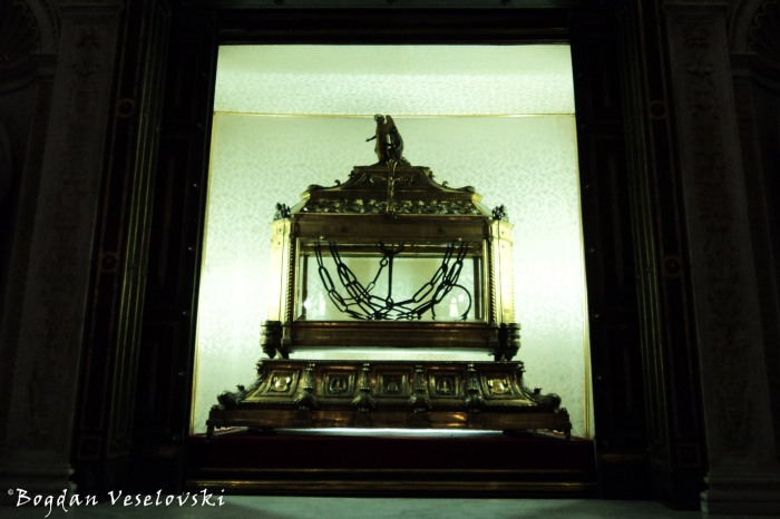 Reliquary containing the chains of St. Peter in the 'Church of Saint Peter in Chains' (I vincula di san Pietro, Basilica di San Pietro in Vincoli)