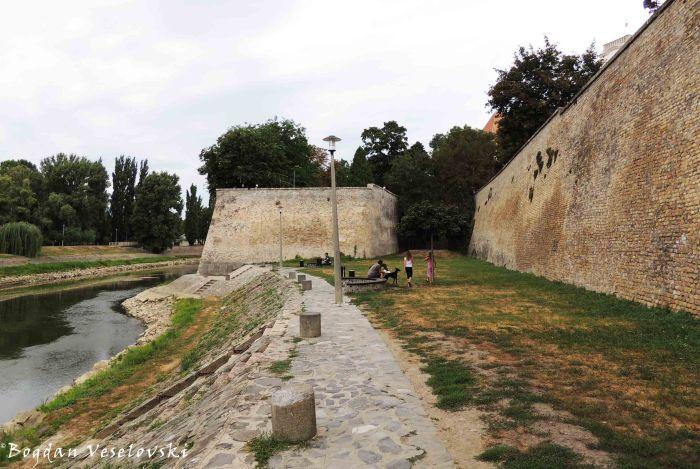 Bishop's Castle's walls along Rába river