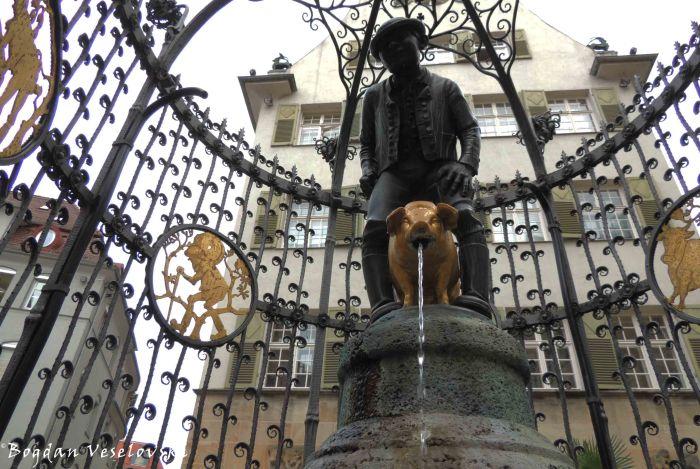 'Lucky Hans' fountain (Hans-im-Glück-Brunnen)