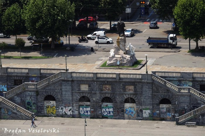 Monument to Giuseppe Garibaldi & Murazzi del Po