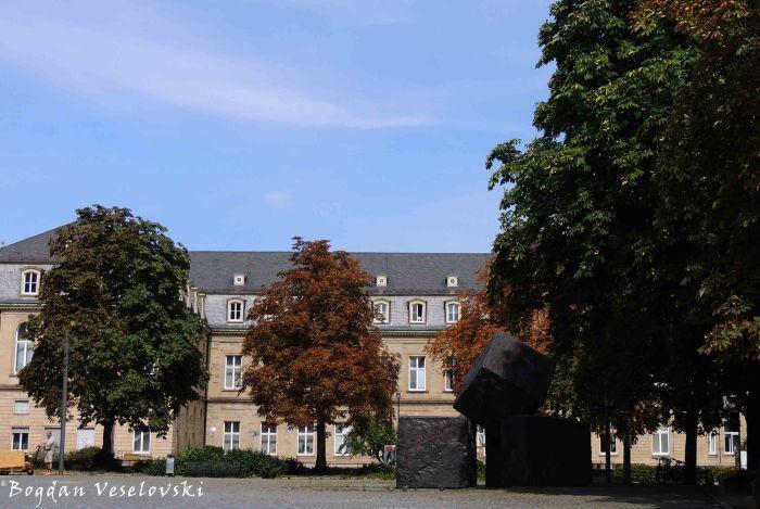 Memorial of the Victims of the National Socialism & The New Palace in the background (Das Mahnmal für die Opfer des Nationalsozialismus, im Hintergrund das Neue Schloss)