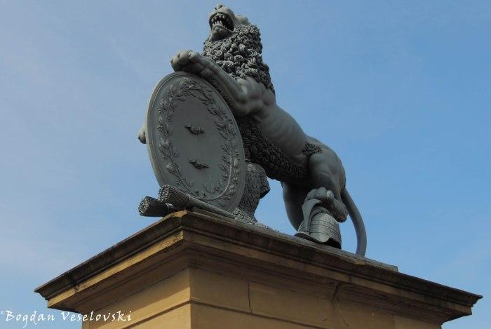 Lion guarding Neue Schloss' entrance