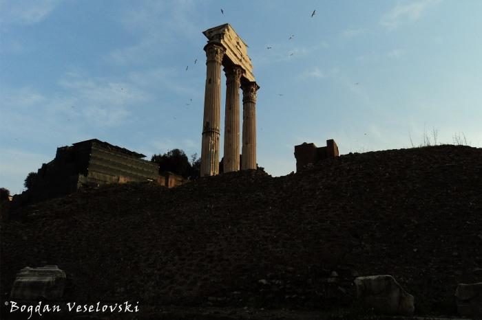 Fori Imperiale - the three columns of Temple of Castor and Pollux (Tempio dei Dioscuri)