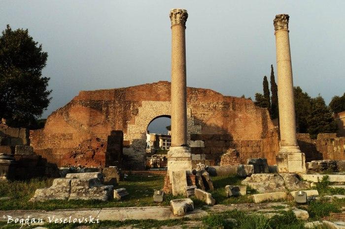 Fori Imperiale - Arco di Gaio e Lucio Cesari & Basilica Emilia