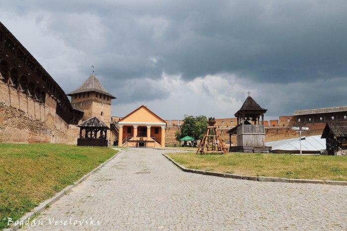 Lubart's Castle's courtyard