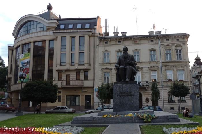 Monument to Mykhailo Hrushevskyi (Пам'ятник Михайлові Грушевському у Львові)