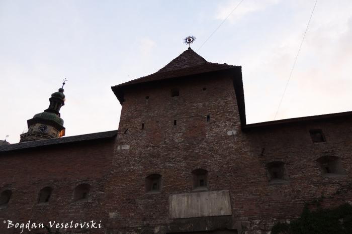 Hlyniany Gate & Bernardine monastery's dome (Глинянська брама, частина фортифікацій Комплексу бернардинського монастиря)