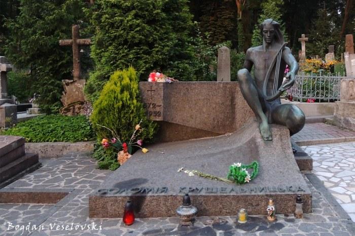 Tomb of the soprano Solomiya Krushelnytska (Соломія Крушельницька)