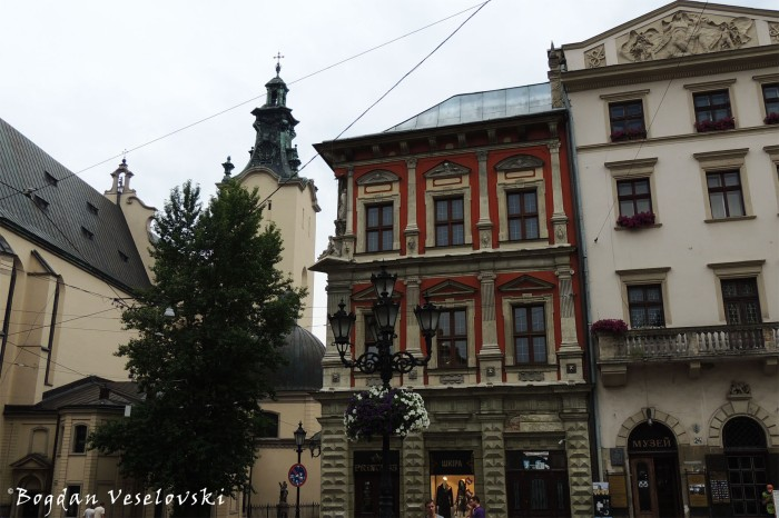 Latin Cathedral & Renaissance Houses in Market Square (Scholz-Wolf House & House of Giebl)