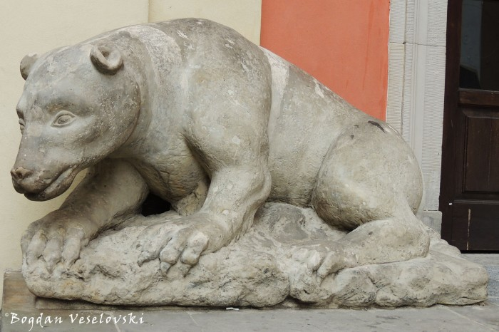 Stone prince-bear in front of the Jesuit Church, Warsaw