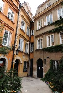 Canon Square - The thinnest house in Warsaw