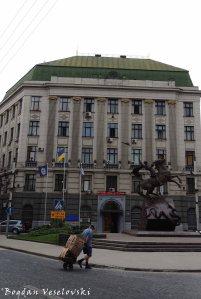 Hryhorenka Square - MIA & Monument to St. George (Площа Генерала Григоренка)
