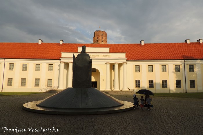 King Mindaugas Monument & The New Arsenal in Vilnius Castle Complex - National Museum of Lithuania