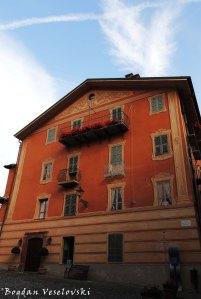Casa Giugiaro, Piazza San Giovanni Battista