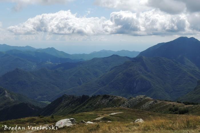Colle San Bernardo wind farm & The Ligurian Alps