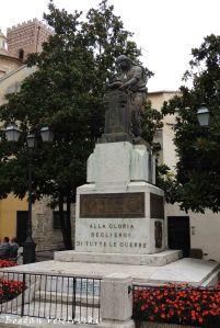 Monument to the fallen (Alla Gloria Degli Eroi di Tutte le Guerre, Piazza IV Novembre, Albenga)
