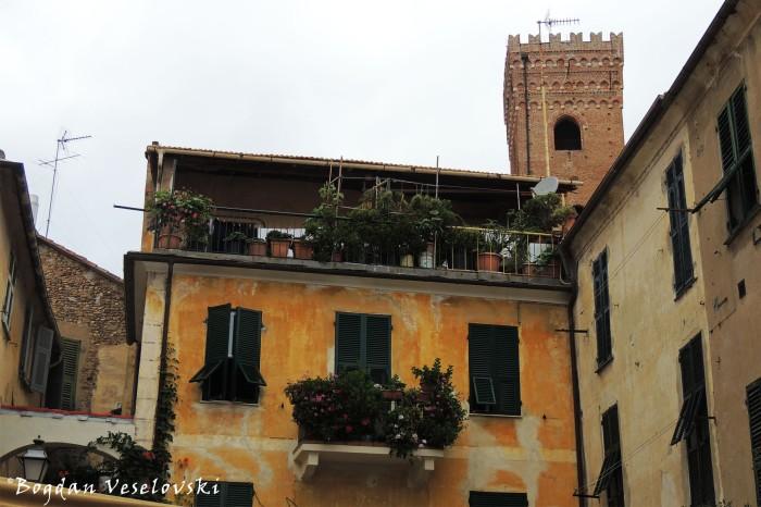 Piazza San Francesco, Albenga