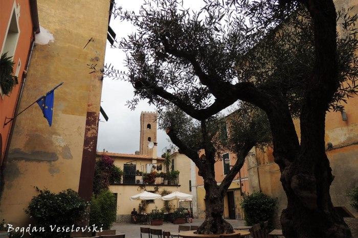 Vico a Piazza San Francesco, Albenga