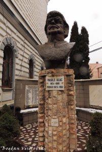 Vasile Deac bust