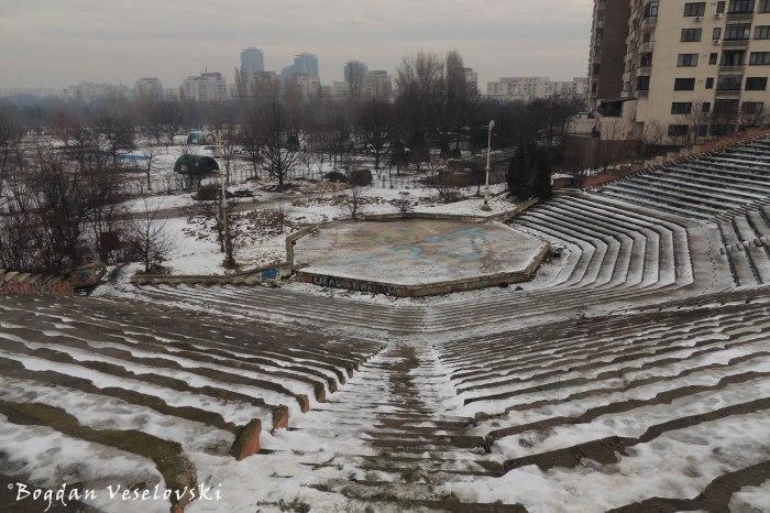 Amfiteatrul Abandonat, București (The Abandoned Amphitheatre)