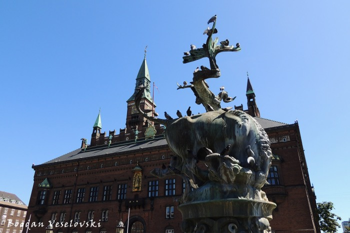 Dragespringvandet & Københavns Rådhus (Dragon Fountain & Copenhagen City Hall)
