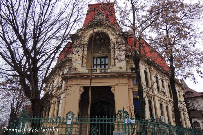 8, Polonă Str., Constantin Geblescu Villa (1912, arch Petre Antonescu, French-Reneissance ecletic style with baroque elements)