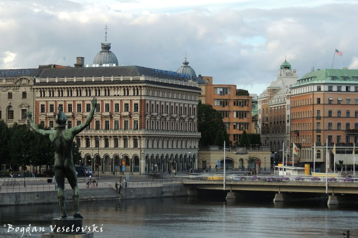 Solsangaren (The Sun Singer - bronze incarnation of the Greek god Apollo, at Stromparterren, 1926 by Carl Milles), Handelsbanken Stockholm Headquarters & Palmeska House