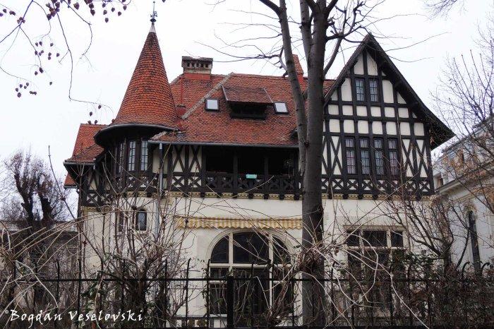 52, Dacia Blvd, Dr. Petre Herescu Villa (1911-1913, arch. Grigore Cerchez & Alexandru Clavel, romantic with neo-gothic style)