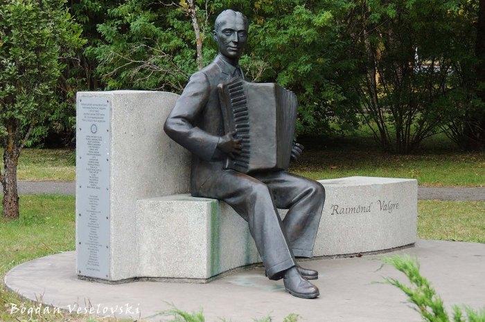 Statue of Raimond Valgre, Pärnu