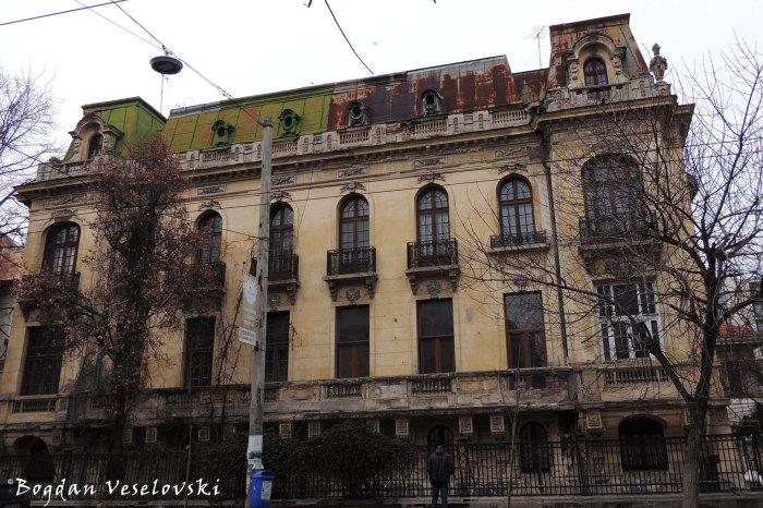 81, Dacia Blvd. - Săbăreanu-Leonida House (1925, arch. I.D.Berindey, symplified Louis XV style)
