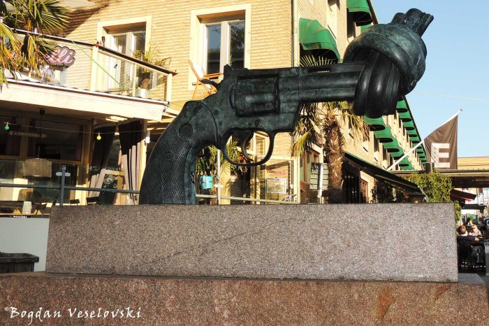 Non-Violence by Carl Fredrik Reuterswärd
