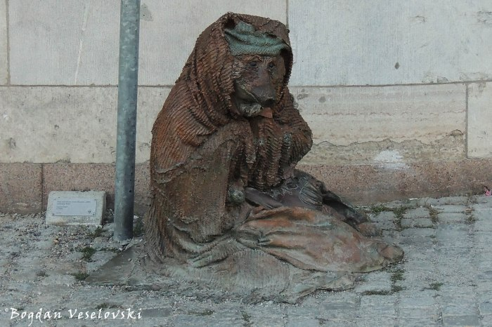 Hemlös räv (Homeless Fox by Laura Ford, Stockholm)