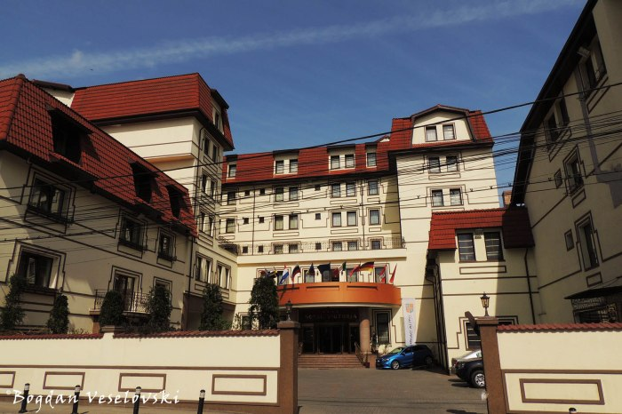 21, Egalității Str. - Victoria Hotel Pitești