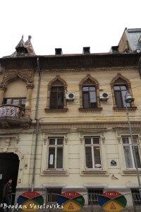 22, Biserica Amzei Str. - Savulescu House (1890, archit. Alexandru Săvulescu, eclectic style with classical infl.)