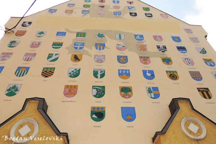 Coat of arms of Latvian towns and cities on the side of Jacob's Barracks