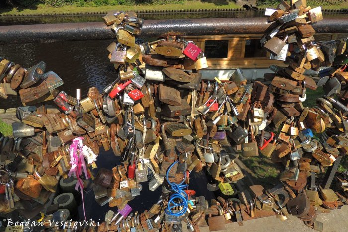 Love locks, Riga
