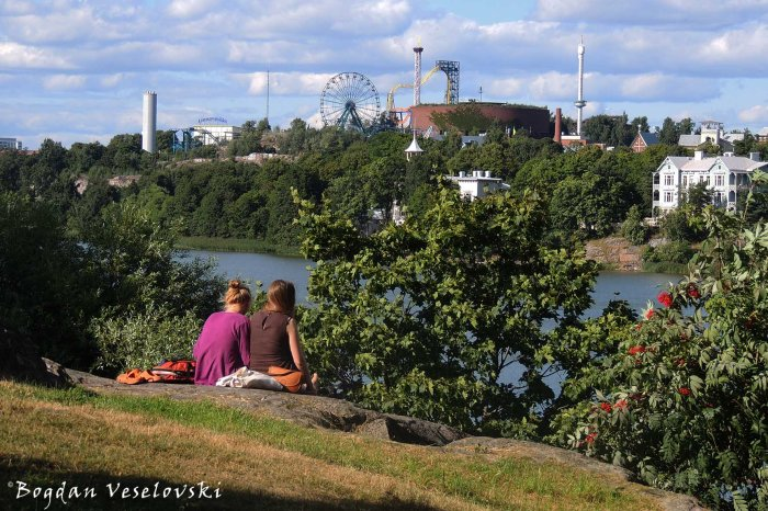 Töölönlahti Bay & Linnanmäki Park