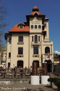 51, Pache Protopopescu Blvd. - Casa Elena Lupescu, azi Hanu' Berarilor (ELena Lupescu House, today 'Brewer's House', Bucharest)