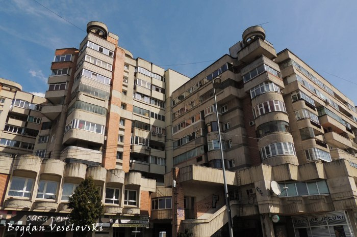 Apartment block on Republicii Blvd. - Bl. D5B, Pitesti