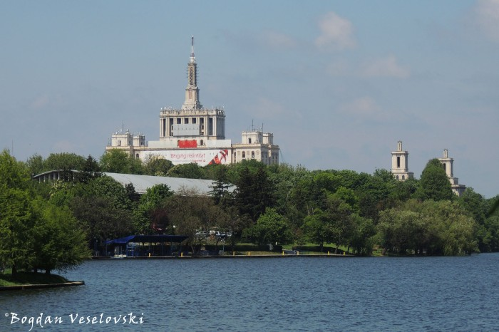Casa Presei Libere (House of the Free Press) & Herastrau Lake